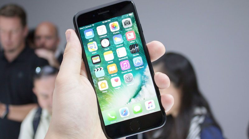 Apple iPhone 7   фото: mobilesyrup.com