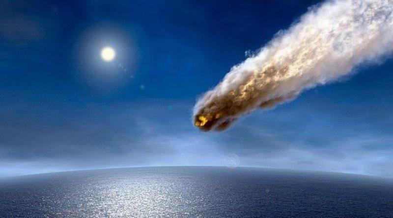 Астероид падает в океан