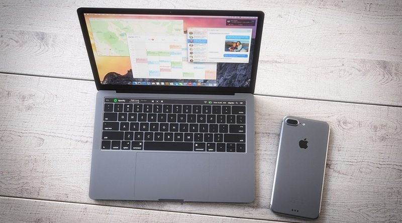 Apple MacBook Pro 2016 13 и 15 дюймов с TouchBar | фото: techtimes.com Martin Hajek