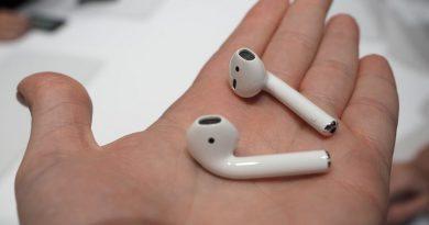 Apple AirPods | фото: slashgear.com