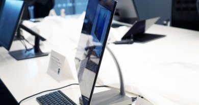 Самый тонкий в мире монитор Dell Ultrathin S2718D   фото: Devindra Hardawar/Engadget