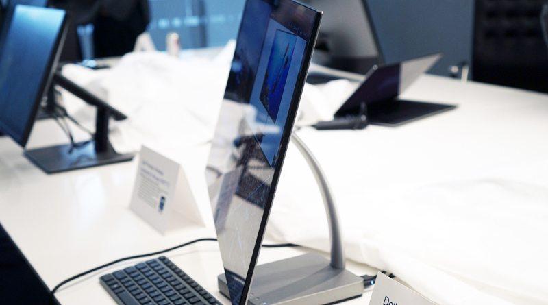 Самый тонкий в мире монитор Dell Ultrathin S2718D | фото: Devindra Hardawar/Engadget