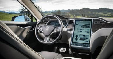 Tesla работает над музыкальным сервисом