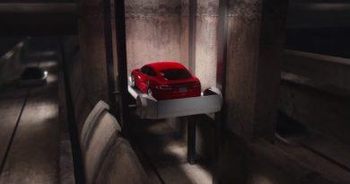 Илон Маск показал лифт для машин на видео