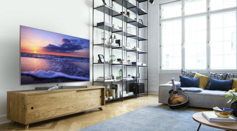 Телевизор Panasonic в интерьере гостинной