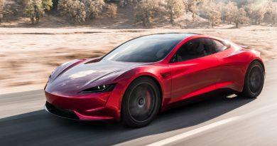 Tesla Roadster стал самым быстрым авто в мире