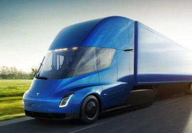 Видео: грузовик Tesla разгоняется. Он быстрый!