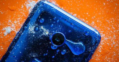 HTC U11 Life   Фото: cnet.com