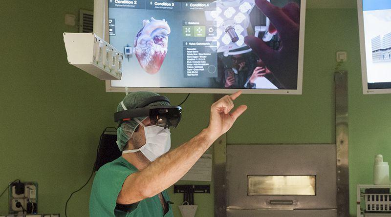 Хирург в Hololens | Фото: 3dnews.ru