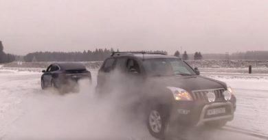 Видео: Tesla и Toyota Prado перетягивают канат