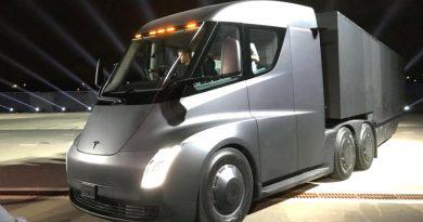 Видео: грузовик Tesla выехал на дороги