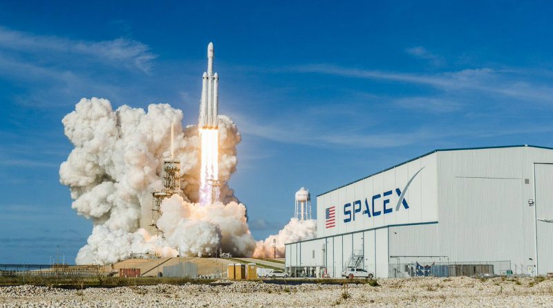 Falcon Heavy | Фото: The Verge