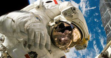 Космонавт | Фото: http://luxfon.com