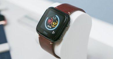 Fitbit Versa | Фото: CNET