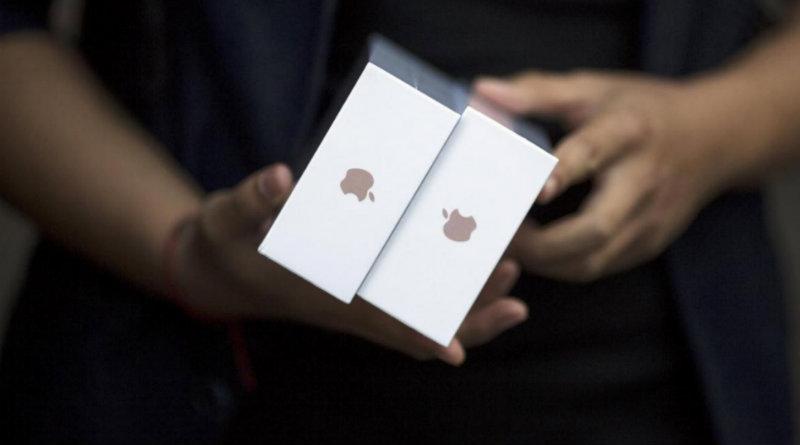 iPhone в коробках | Фото: reuters.com
