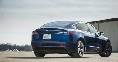 Tesla Model 3   Фото: hearstapps.com