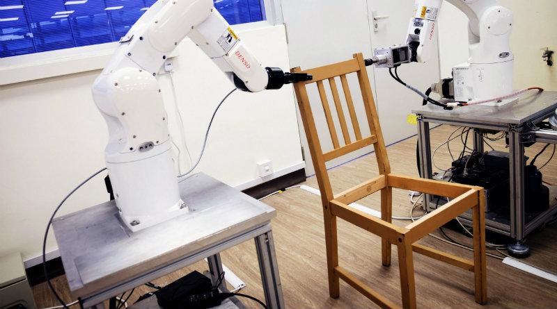 Роботы собрали стул из IKEA | Фото: Wired