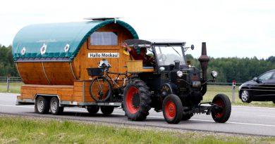 Немец на тракторе 36 года приехал на ЧМ-2018
