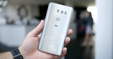 LG V30   Фото: Techntium