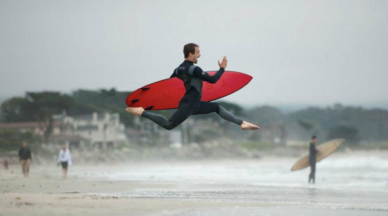 Доска для серфинга Tesla | Фото: theinertia