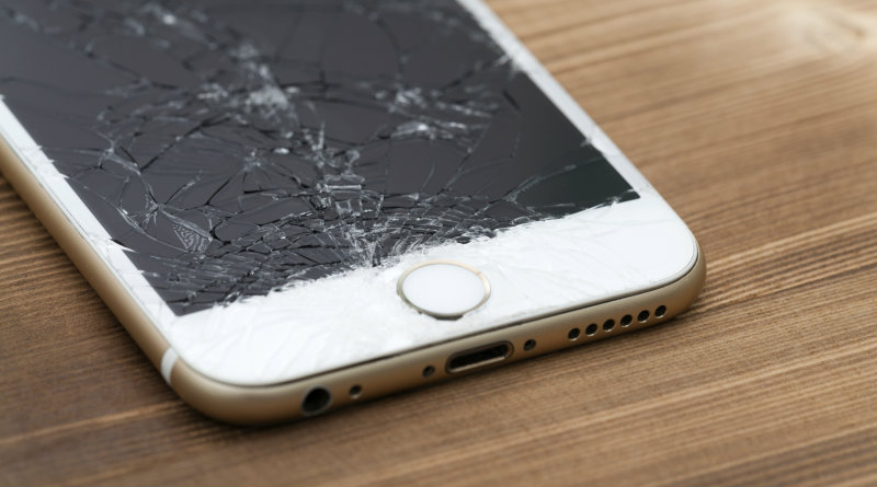 Разбитый iPhone | Фото: ibtimes