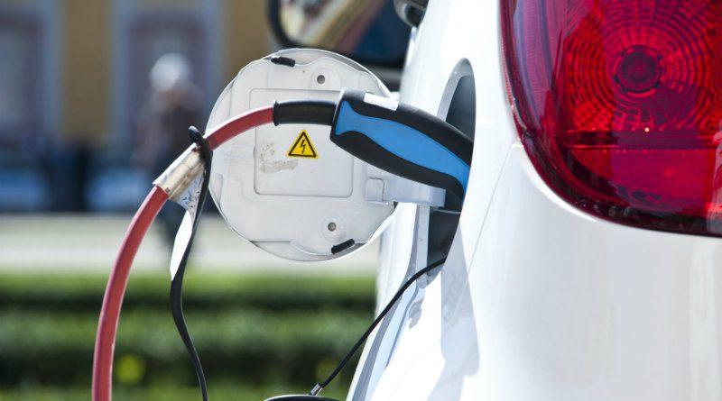Электрокар заряжается | Фото: acv.de