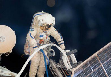Космонавты исследовали дыру в «Союзе»