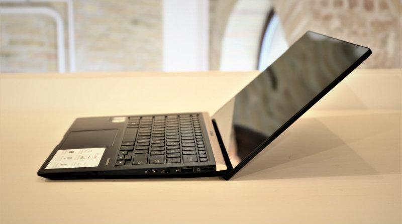 ASUS ZenBook 14 (UX433) | Фото: digiprime.hu