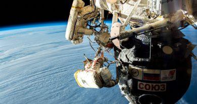 Космонавты в космосе   Фото: trashbox.ru