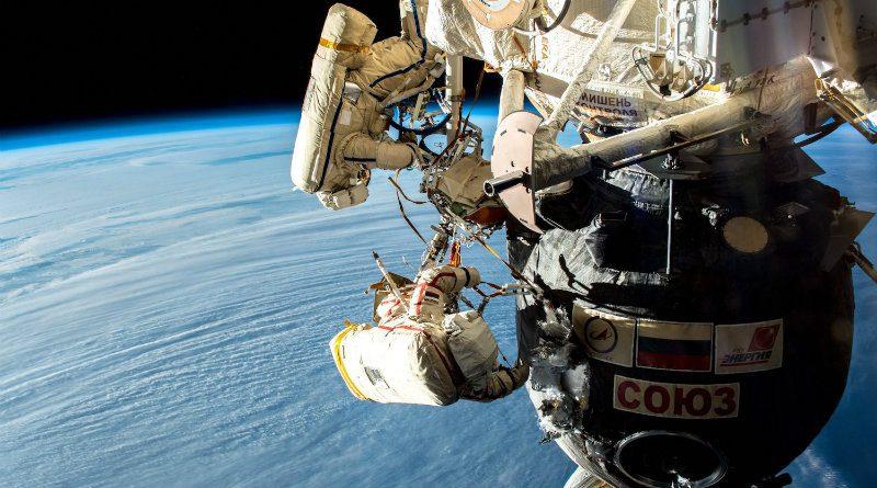 Космонавты в космосе | Фото: trashbox.ru