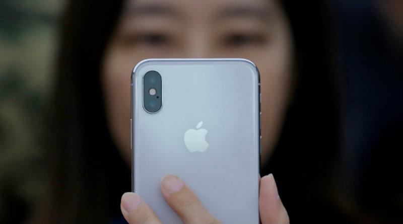 Китаянка с iPhone | Фото: ft.com