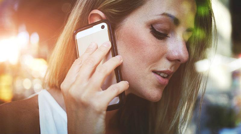 Разговор по смартфону | Фото: Boombate