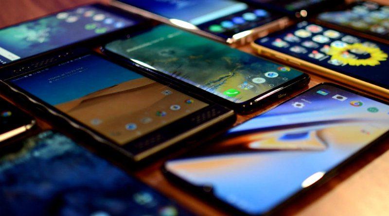 Смартфоны | Фото: brecorder.com