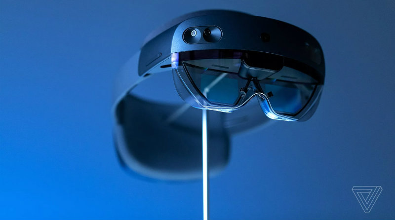 Microsoft HoloLens 2 | Фото: The Verge