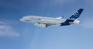 Крупнейший авиалайнер снят с производства