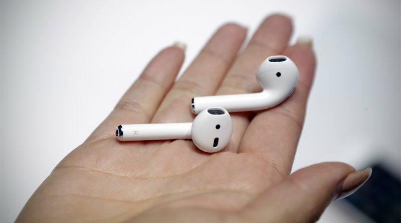Apple AirPods | Фото: Канобу