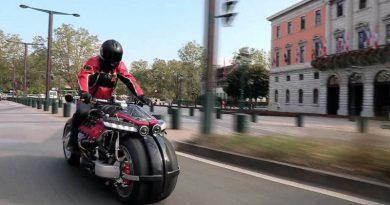 Французы показали летающий мотоцикл