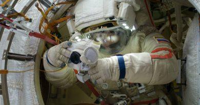 Космонавт | Фото: fonwall.ru
