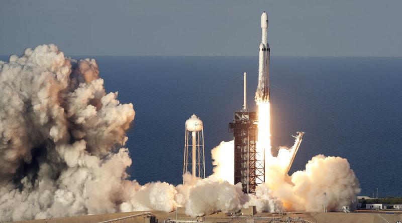 Falcon Heavy | Фото: voanews