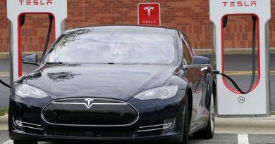 Tesla   Фото: media.npr.org