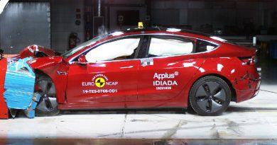Краш-тест Tesla Model 3 | Фото: autoexpress