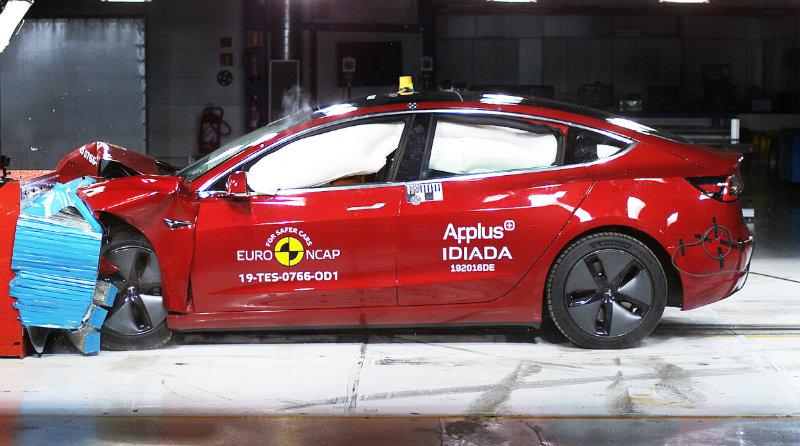 Краш-тест Tesla Model 3 | Фото:</div> </td> </tr> <tr> <td> </td> <td align=