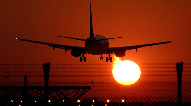 Самолет идет на посадку | Фото: https://99px.ru/