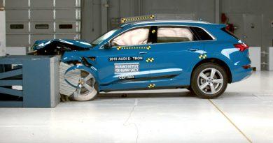 Краш-тест Audi E-Tron   Фото: carbuzz