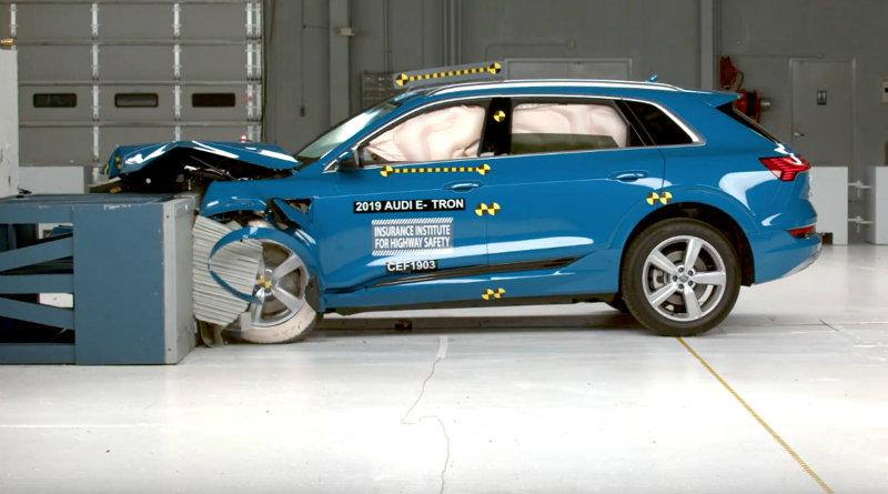 Краш-тест Audi E-Tron | Фото: carbuzz