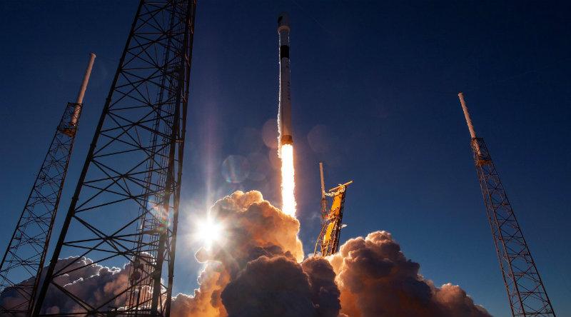 Falcon 9 | Фото: https://www.teslarati.com