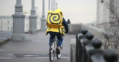 Курьер «Яндекс.Еда»   Фото: http://cdn.iz.ru/