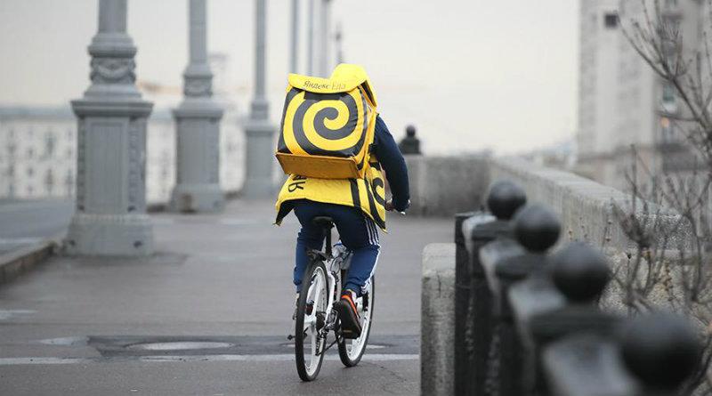 Курьер «Яндекс.Еда» | Фото: http://cdn.iz.ru/