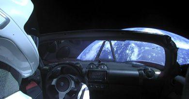 Tesla Roadster в космосе   Фото: pinimg