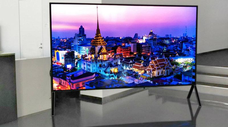 8K телевизор Sharp | Фото: Engadget